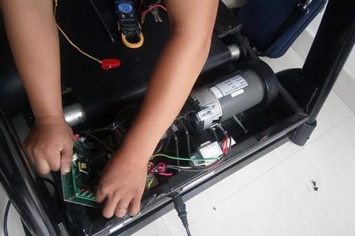 Sửa máy chạy bộ bằng điện đa năng tại nhà